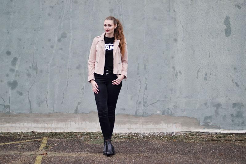 blog-outfit-lyseroed-ruskindsjakke-vans-t-shirt1