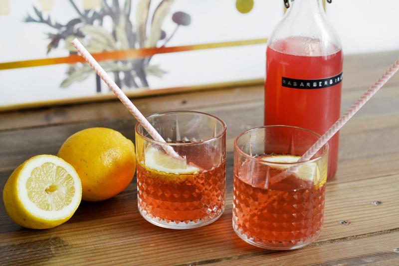 sommerlige-drinks-hjemmelavet-rabarber-sirup1