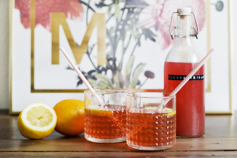 sommerlige-drinks-hjemmelavet-rabarber-sirup2