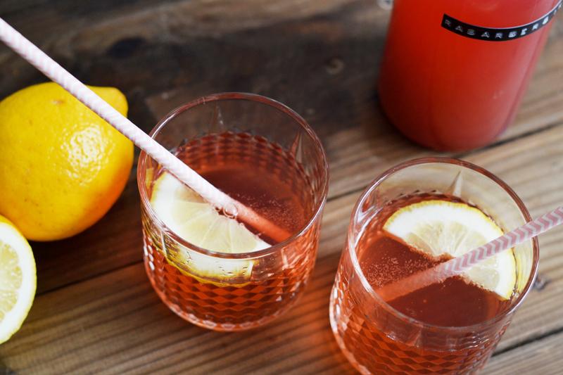 sommerlige-drinks-hjemmelavet-rabarber-sirup3