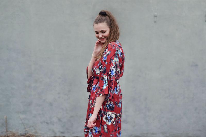 outfit-curvy-copenhagen-roed-lang-kimono-foraars-kollektion1