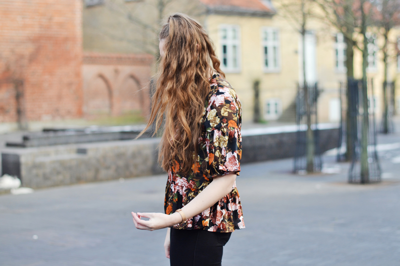 outfit-blomstret-bluse3