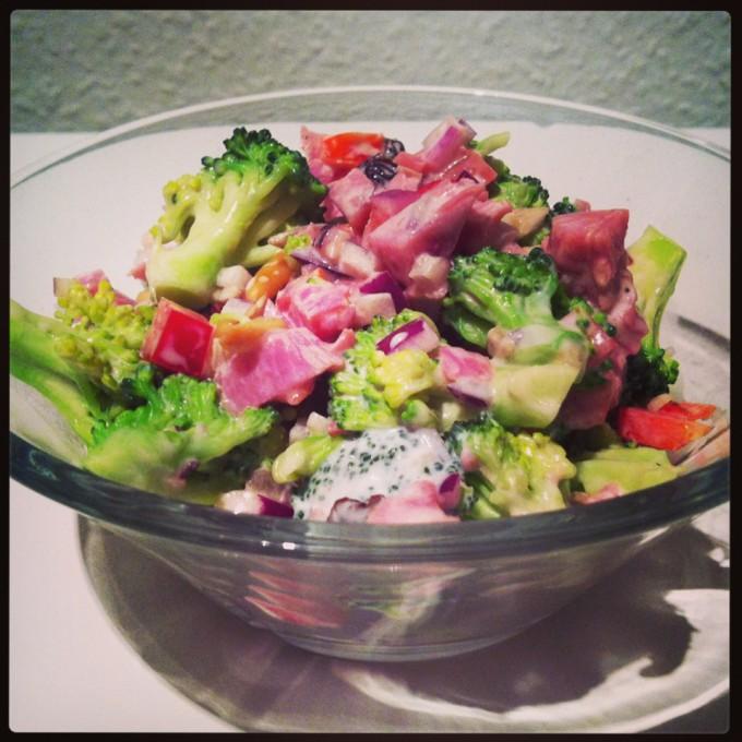 broccolisalat med kalkunbacon