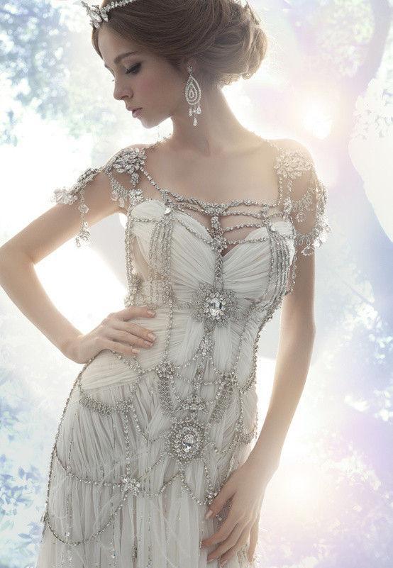 robe de mariage du Cancer bustier avec des bijoux