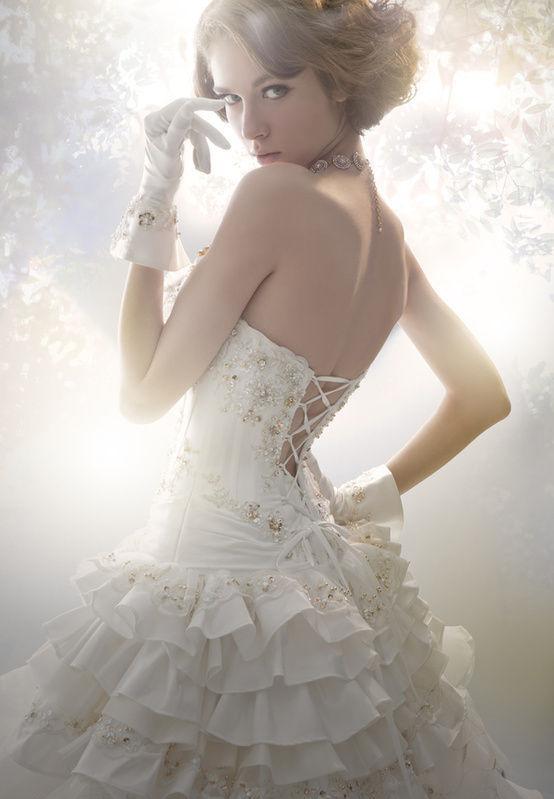 robe de mariée du Cancer dos nu ornée de bijoux