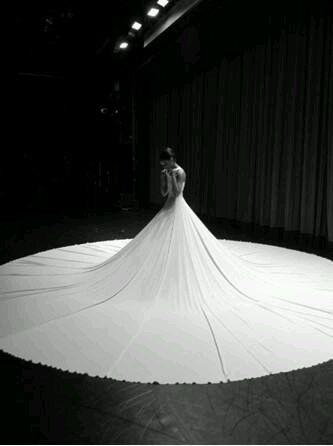 robe de mariage du Capricorne longue blanche