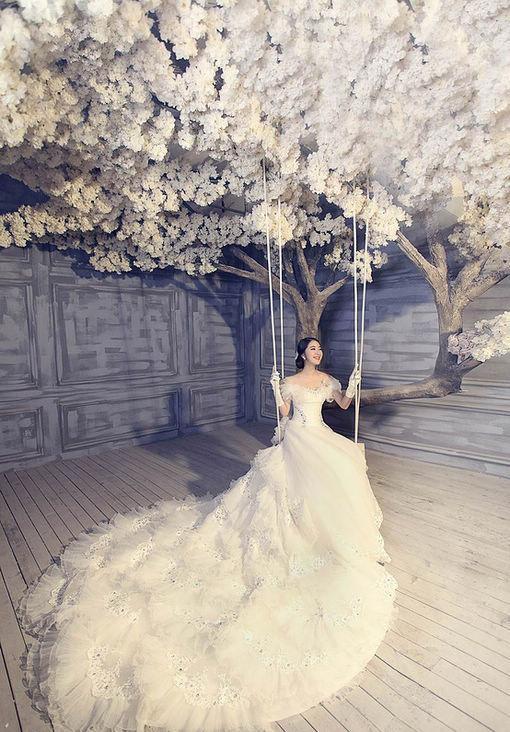 robe de mariage du Capricorne avec une traîne longue