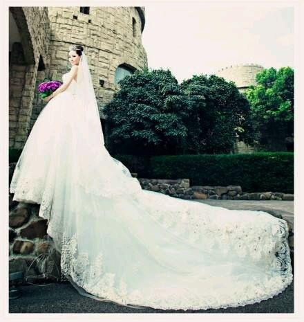 robe de mariage du Verseau longue blanche