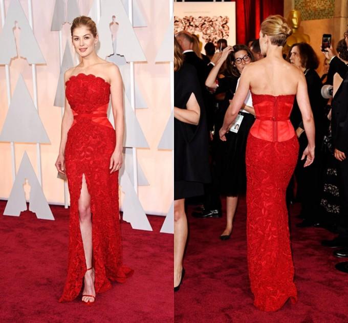 Rosamund-Pike-robe rouge dentelle fendue-Oscars-