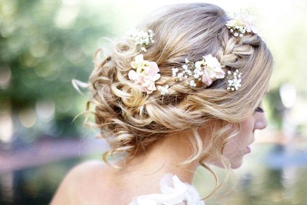 Coiffure boheme de mariage romantique pour longs cheveux