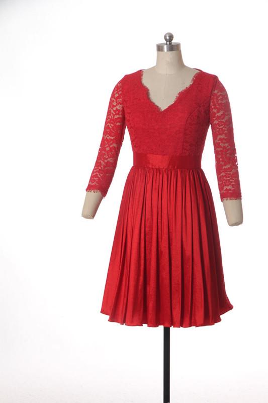Robe-courte-rouge-avec-manches-mi-longue-dentelle