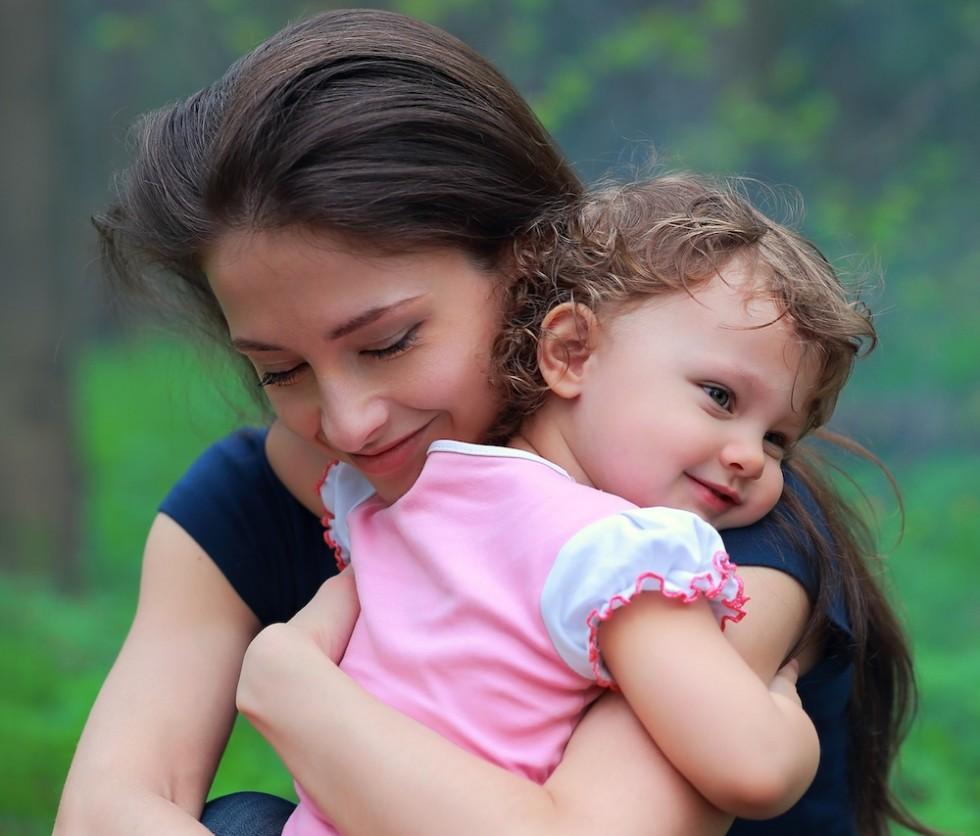 mor barn krammer