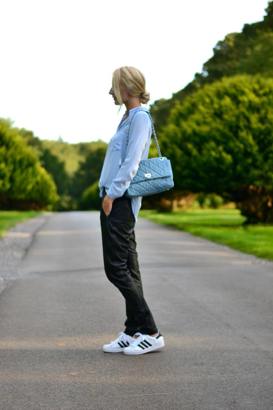 gestuz læderbusker_dkny denim bag_adidas superstar_sheinisde shirt