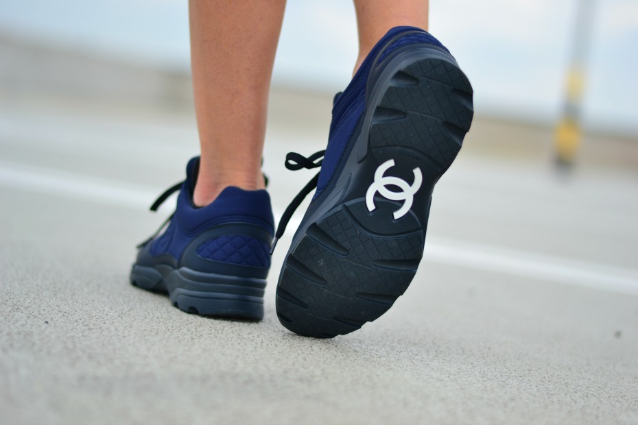 CHANEL trainers_chanel sneakers navi blue.6