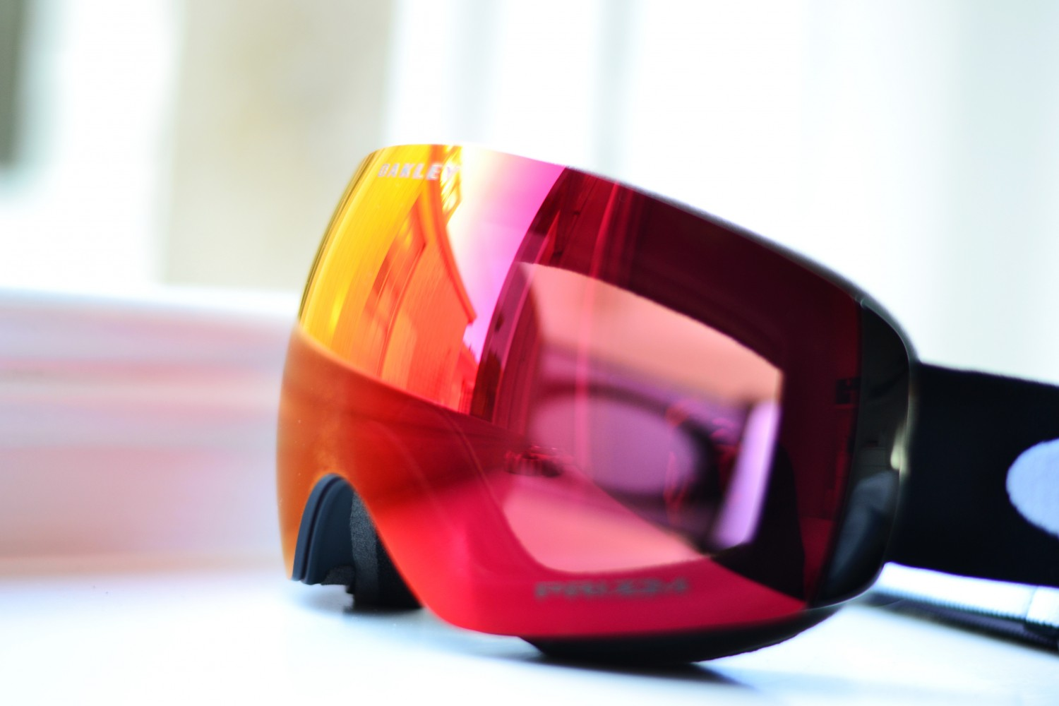 Oakley_Flight_Deck_Prizm_kari_traa