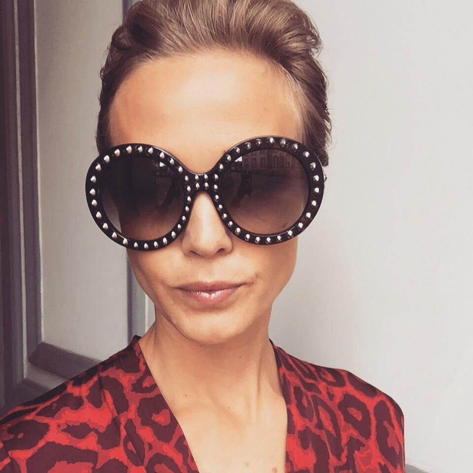 Har lige fået købt mig de her super lækre Prada solbriller. Synes de er meget unikke, og så er jeg bare helt vild med de nitter der er på! dem har jeg fået brugt en hel del her de sidste par solrige dage.