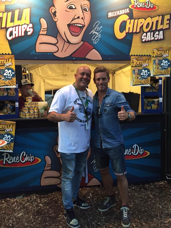 Her ser i Allan og vores gode ven Rene Dif. Han sælger de her VILDT lækre tortilla chips, og forskellige slags dips til! tag lige og prøv dem, de er super gode som en lille snack.