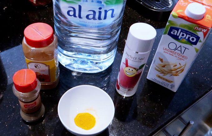 ingredienser til gurkemeje latte