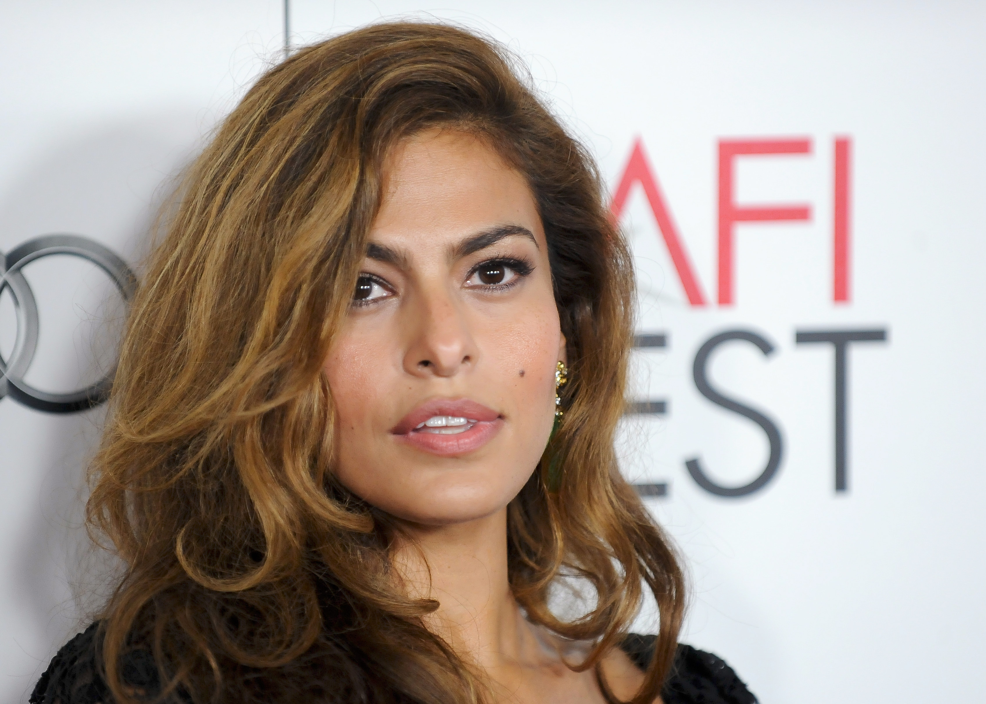"Actress Eva Mendes arrives at the Hollywood screening of her movie ""Holy Motors"" during AFI FEST in Los Angeles, California November 3, 2012. REUTERS/Gus Ruelas (UNITED STATES - Tags: ENTERTAINMENT HEADSHOT) - RTR39YTM"