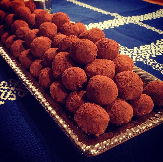 Disse dadel/konfektkugler er uden tvivl VINDEREN :) Alle skylder sig selv, at lave en portion :D