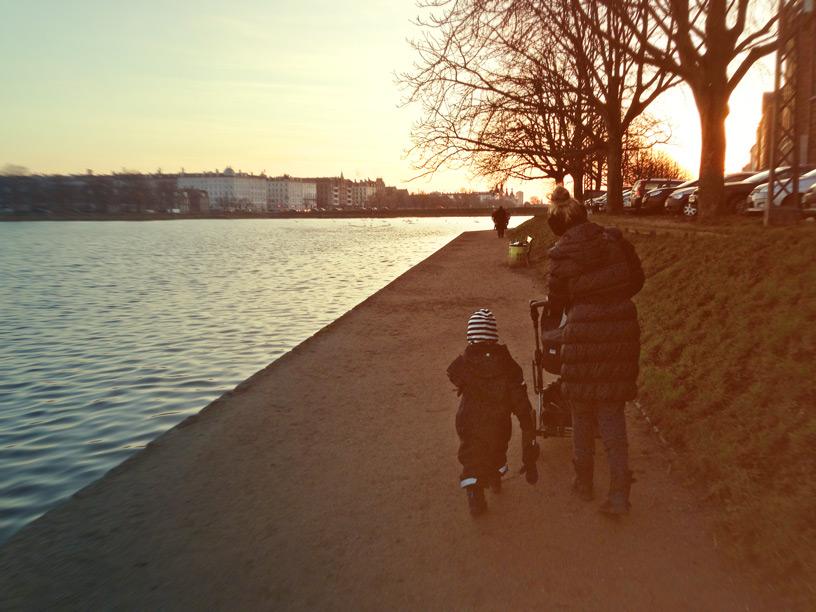 Life with kids, Identitet