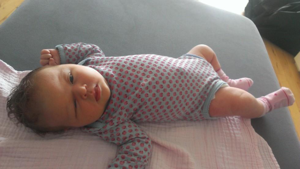 Dagmar 1 uge gammel (lille, tynd, meget hår, lidt skævøjet :-))
