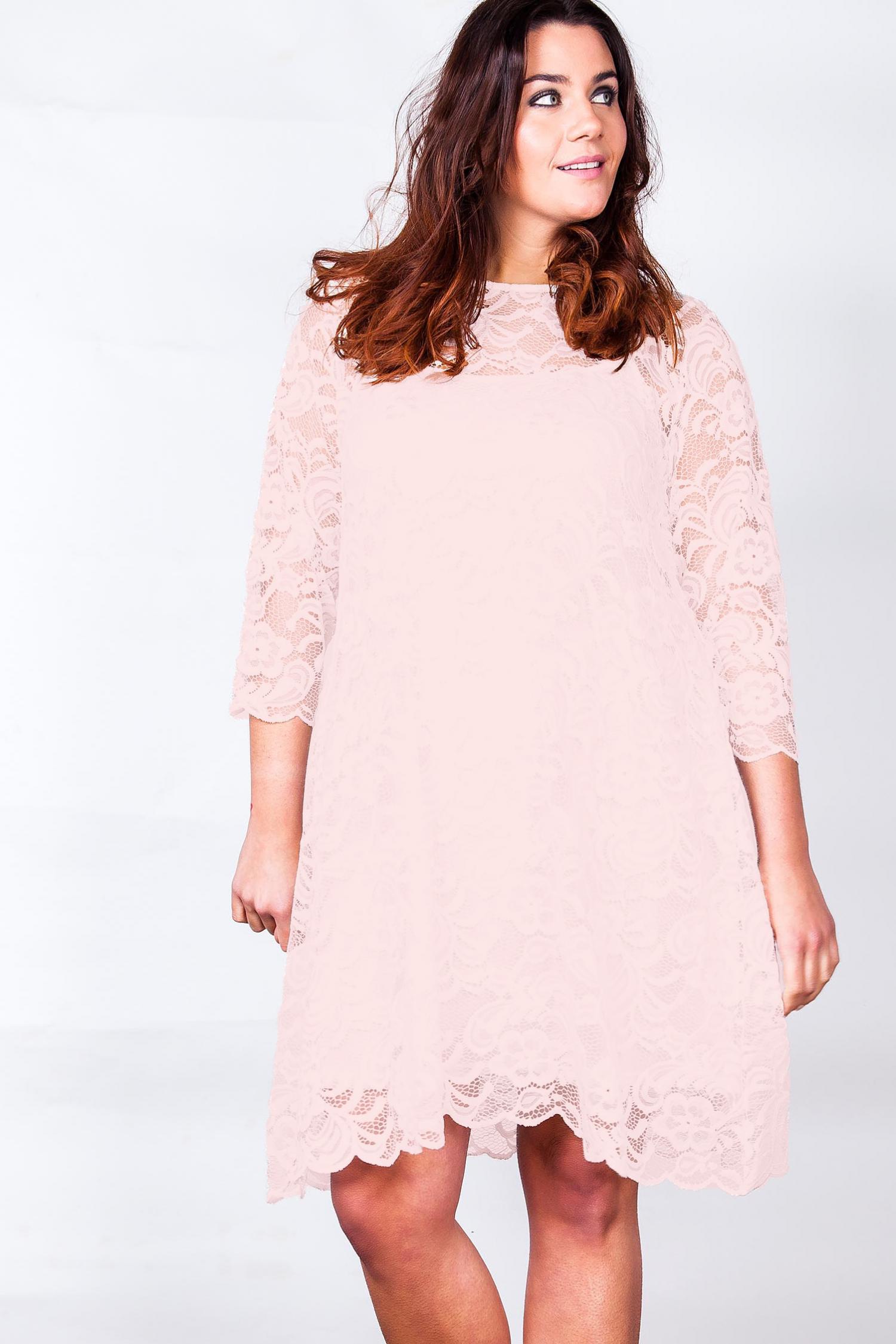 Super sød plus size blondekjole i flot nude/pink farve | Køb plus size kjoler HER