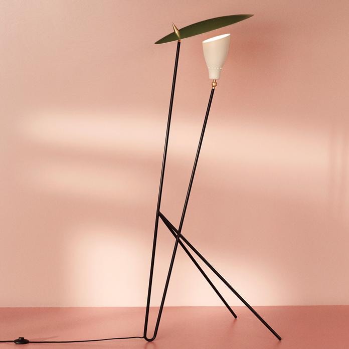 4110019-warmnordic-lighting-silhouette-floorlamp-pinegreen-warmwhite-vnude-696x696