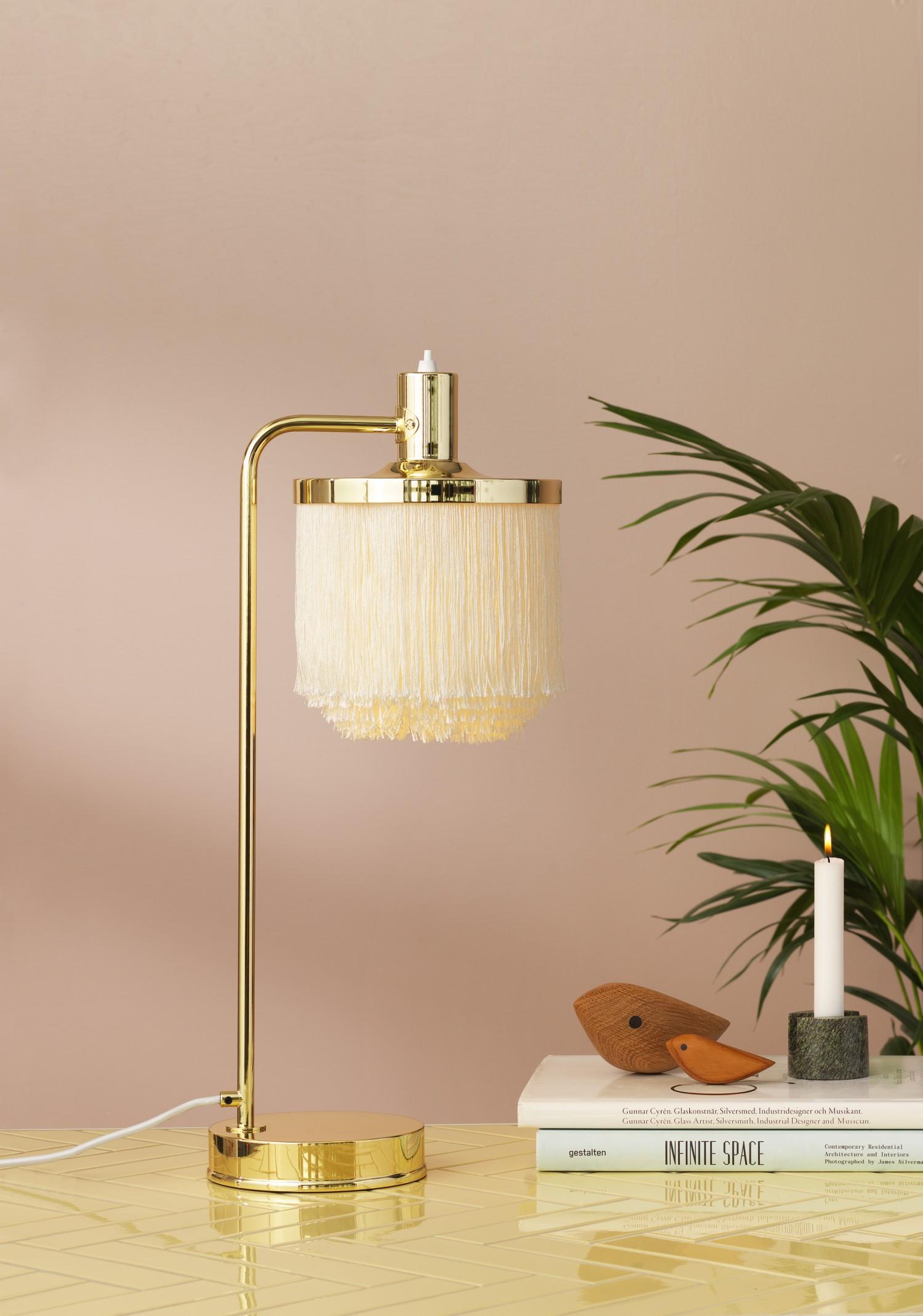 4220000-warmnordic-lighting-fringe-tablelamp-creamwhite-vnude-styling-2