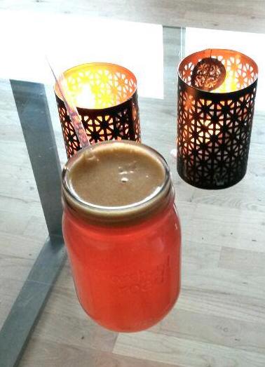 Økologisk nypresset æblejuice.