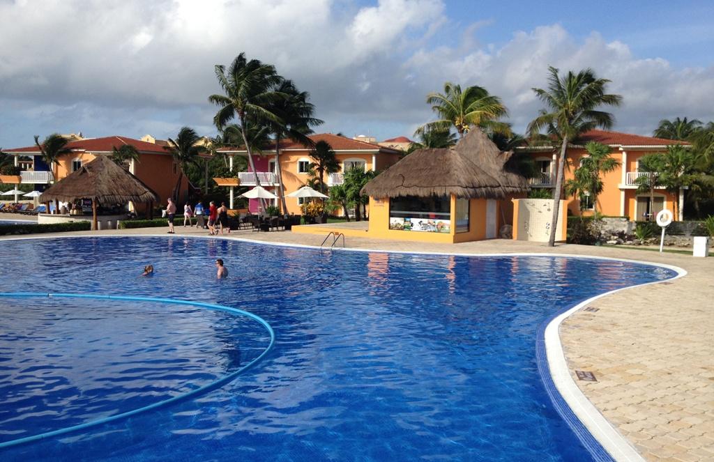 Pool ved hotellet