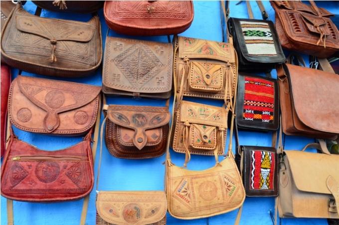 Lædertasker på marked i Marokko