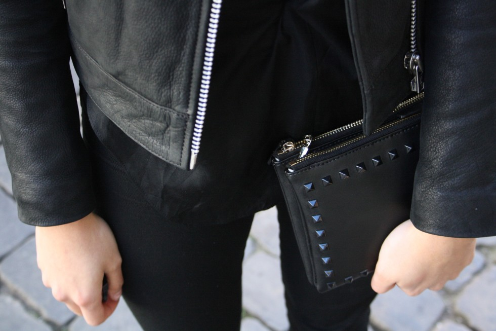 outfit of the day, ootd, fashionbloger, fashionblog, blog, blogging, blogger, fashion, lifestyle blog, fashion and lifestyle blog, how to wear a leather jacket, biker leather jacket, won hundred leather jacket, all black outfit