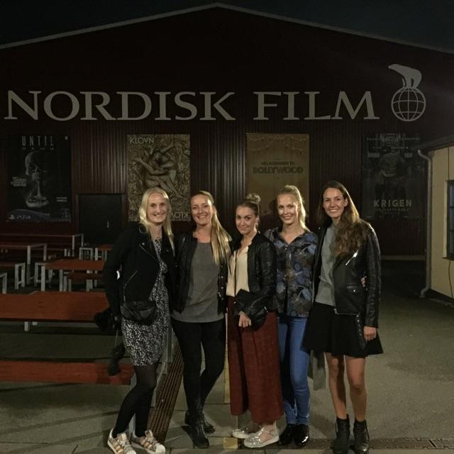 Tvillingernesmor.dk, Meyersmor, Blondetoner, Muttimutti.com og jeg foran Nordisk Film