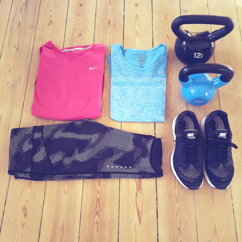 Shirt, tights, shoes from Nike