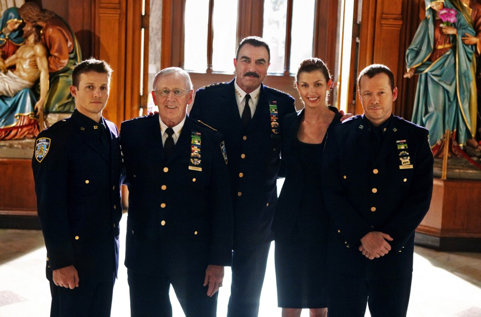 Blue-Bloods-Cast-Promotional-Photo-blue-bloods-cbs-16818770-2560-1690