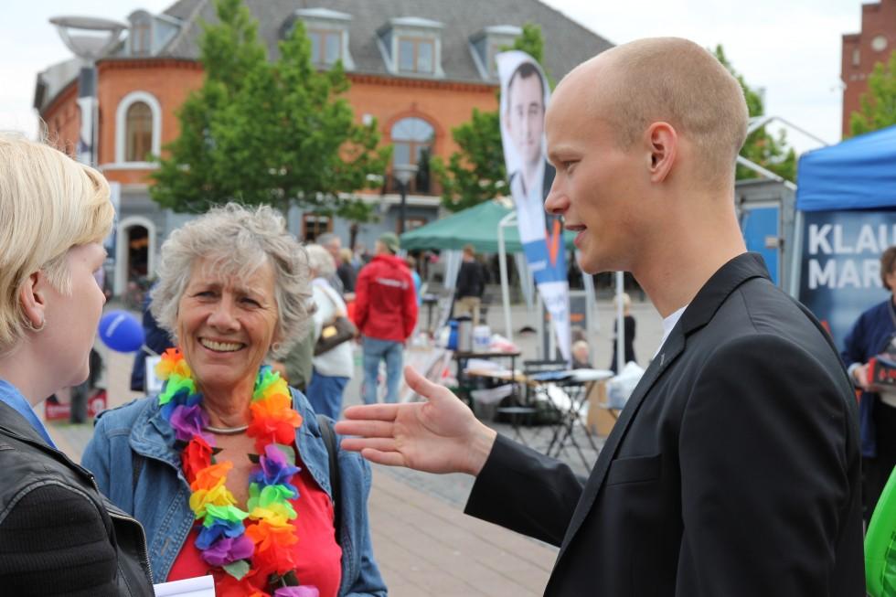 Margrete og jeg i snak på gaden