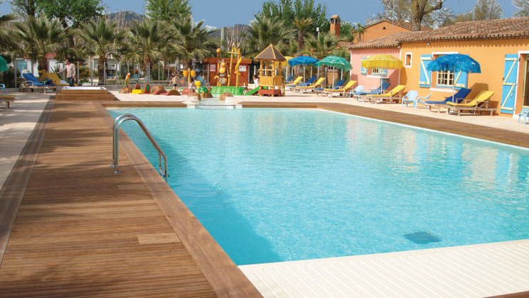 rv021-port-grimaud-holiday-marina-campsite-riviera-pool-d_tcm21-47534